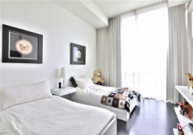 Condo Apartment at 478 King St W, Unit 1203, Toronto, Ontario. Image 3