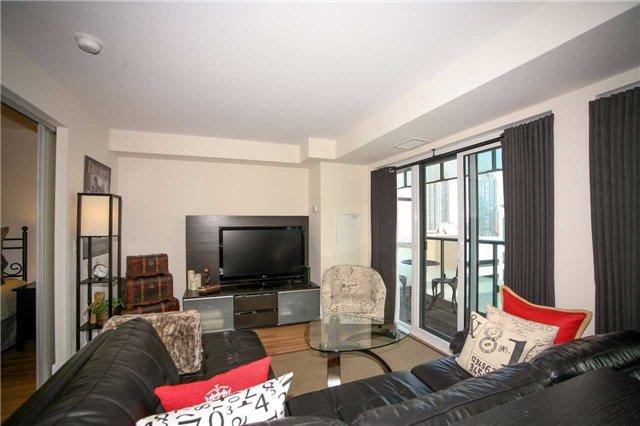 Condo Apartment at 300 Front St W, Unit 1003, Toronto, Ontario. Image 13