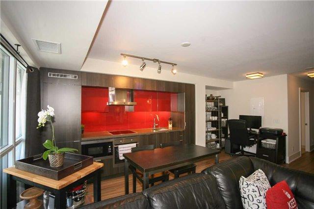 Condo Apartment at 300 Front St W, Unit 1003, Toronto, Ontario. Image 14