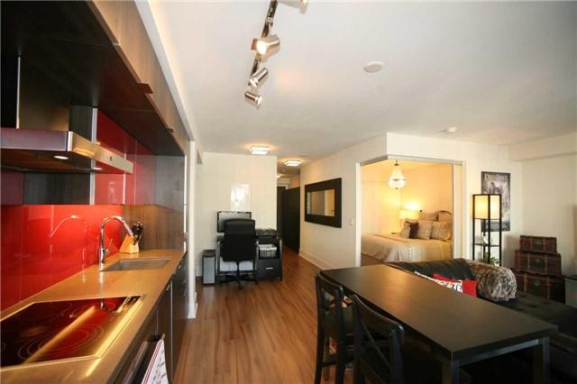 Condo Apartment at 300 Front St W, Unit 1003, Toronto, Ontario. Image 17