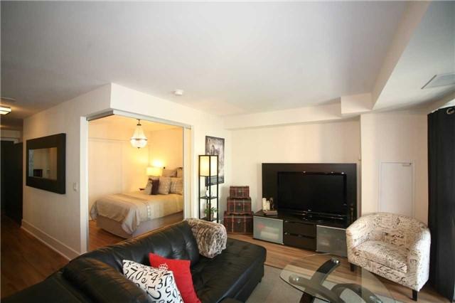Condo Apartment at 300 Front St W, Unit 1003, Toronto, Ontario. Image 18