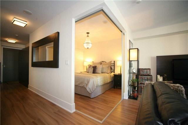 Condo Apartment at 300 Front St W, Unit 1003, Toronto, Ontario. Image 19