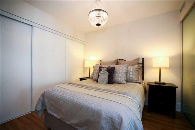 Condo Apartment at 300 Front St W, Unit 1003, Toronto, Ontario. Image 2