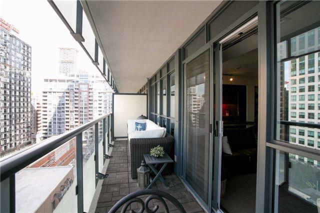 Condo Apartment at 300 Front St W, Unit 1003, Toronto, Ontario. Image 4