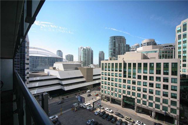 Condo Apartment at 300 Front St W, Unit 1003, Toronto, Ontario. Image 6