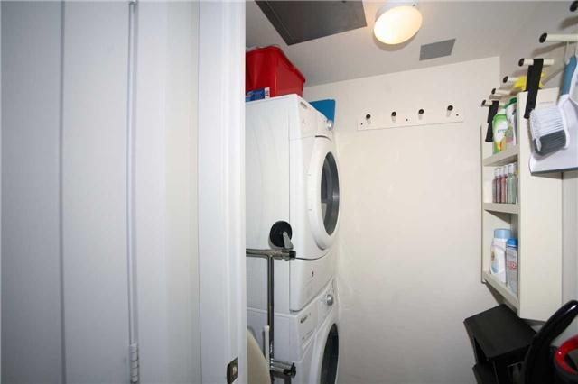 Condo Apartment at 300 Front St W, Unit 1003, Toronto, Ontario. Image 11
