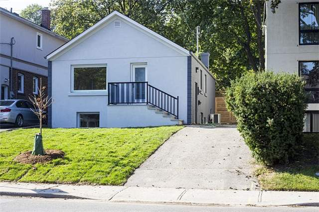Detached at 40 Nesbitt Dr, Toronto, Ontario. Image 12