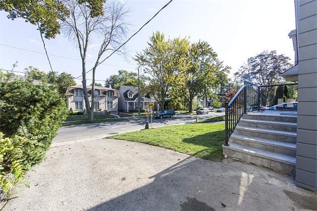 Detached at 40 Nesbitt Dr, Toronto, Ontario. Image 10