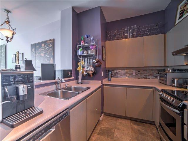 Condo Apartment at 7 King St E, Unit 2204, Toronto, Ontario. Image 14