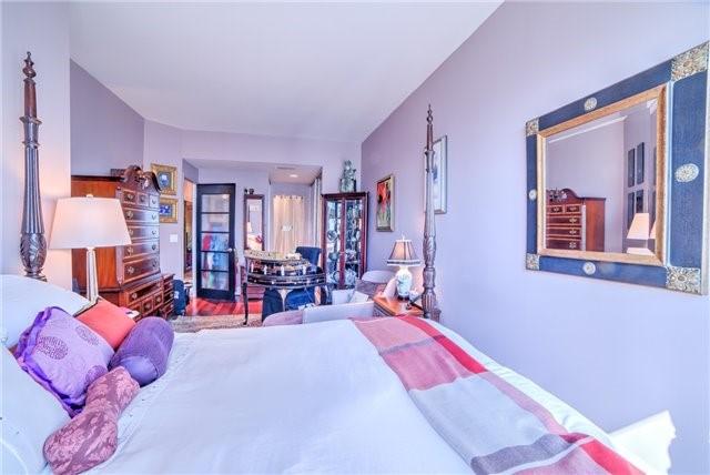 Condo Apartment at 7 King St E, Unit 2204, Toronto, Ontario. Image 2