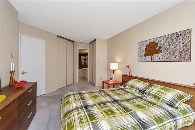 Condo With Common Elements at 30 Holly St, Unit 1505, Toronto, Ontario. Image 3