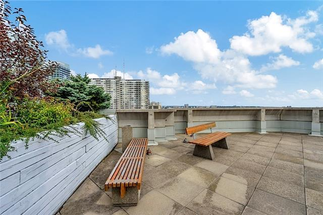 Condo With Common Elements at 30 Holly St, Unit 1505, Toronto, Ontario. Image 11