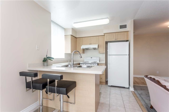 Condo Apartment at 18 Spring Garden Ave, Unit 1708, Toronto, Ontario. Image 2