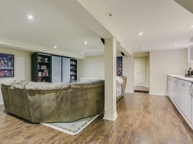 Detached at 86 Castle Knock Rd, Toronto, Ontario. Image 8