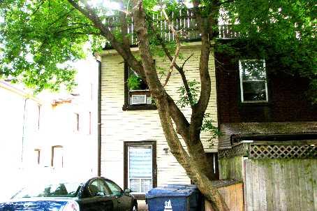 Townhouse at 930 Dundas St E, Toronto, Ontario. Image 2