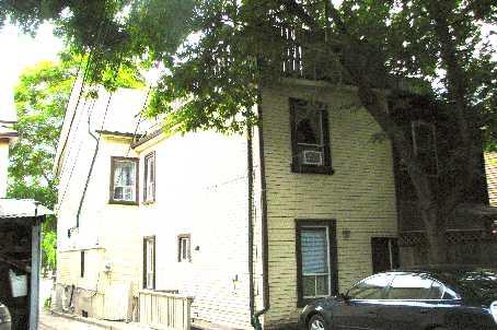 Townhouse at 930 Dundas St E, Toronto, Ontario. Image 3