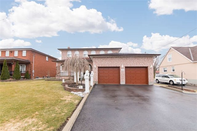 Detached at 40 Garrard Rd, Whitby, Ontario. Image 1