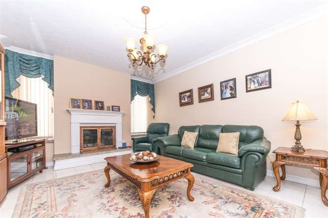 Detached at 40 Garrard Rd, Whitby, Ontario. Image 2