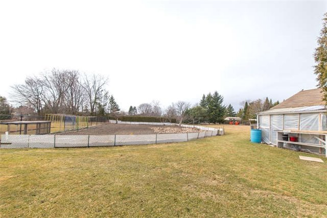 Detached at 40 Garrard Rd, Whitby, Ontario. Image 11