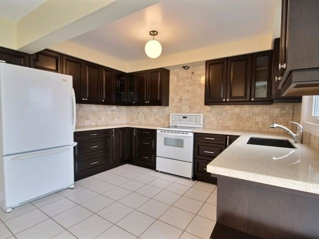 Detached at 1379 Ferncliff Circ, Pickering, Ontario. Image 2