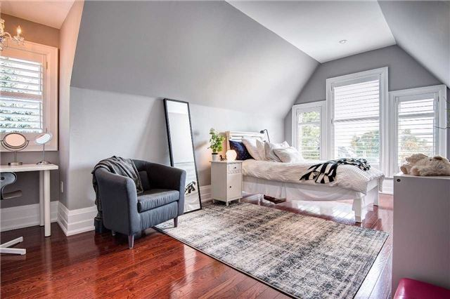Detached at 25 Meadowcliffe Dr, Toronto, Ontario. Image 6