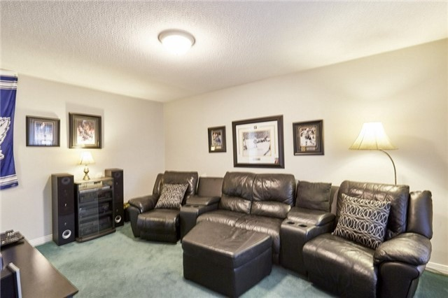 Detached at 26 Walker Cres, Ajax, Ontario. Image 15