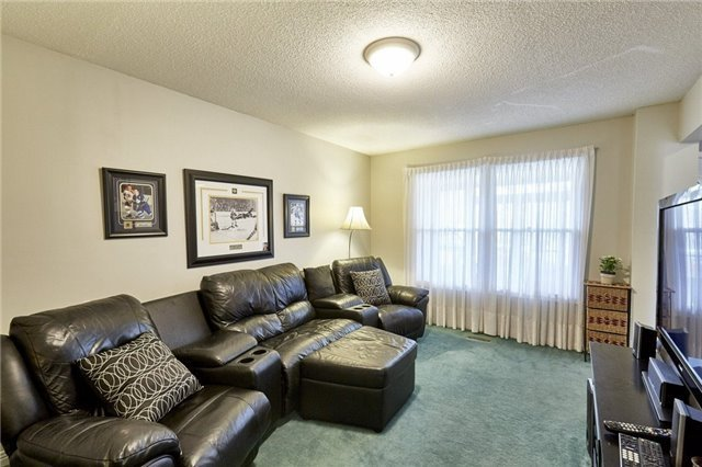 Detached at 26 Walker Cres, Ajax, Ontario. Image 16