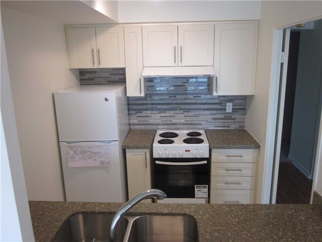 Condo Apartment at 18 Lee Centre Dr, Unit 1607, Toronto, Ontario. Image 3