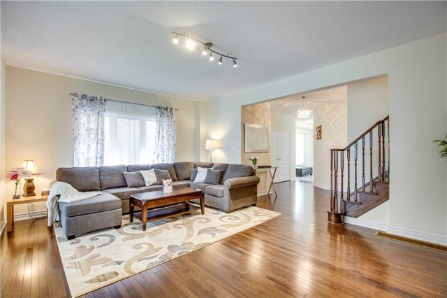 Detached at 1571 Dusty Dr, Pickering, Ontario. Image 16