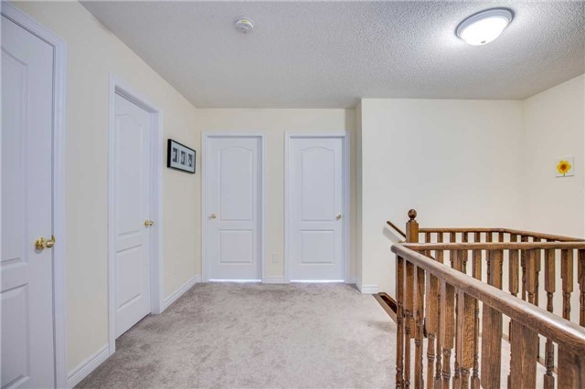 Detached at 1571 Dusty Dr, Pickering, Ontario. Image 3