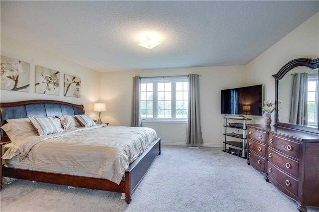 Detached at 1571 Dusty Dr, Pickering, Ontario. Image 4