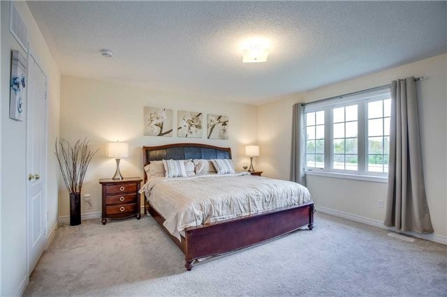 Detached at 1571 Dusty Dr, Pickering, Ontario. Image 5