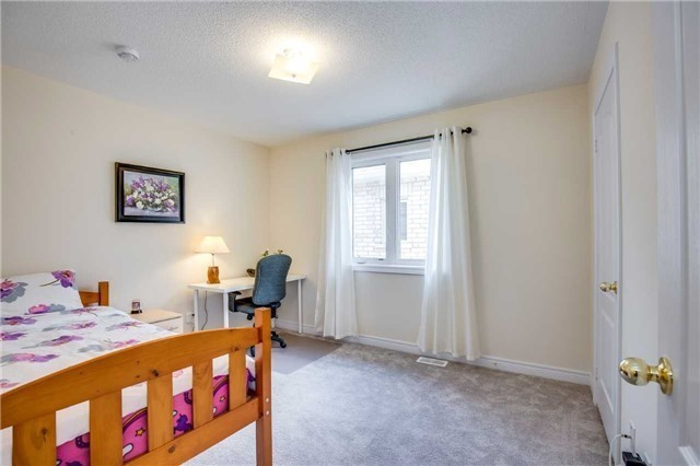 Detached at 1571 Dusty Dr, Pickering, Ontario. Image 7