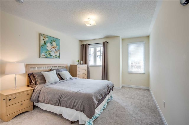 Detached at 1571 Dusty Dr, Pickering, Ontario. Image 8