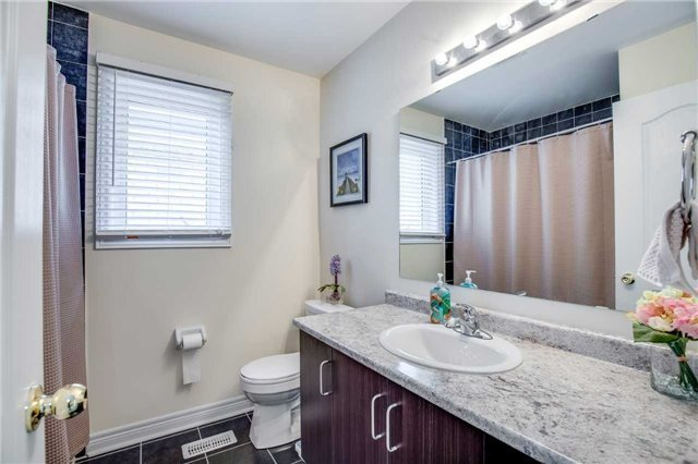 Detached at 1571 Dusty Dr, Pickering, Ontario. Image 10