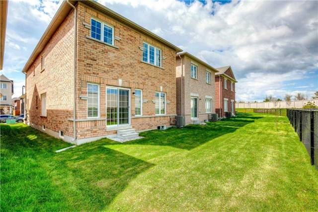 Detached at 1571 Dusty Dr, Pickering, Ontario. Image 13