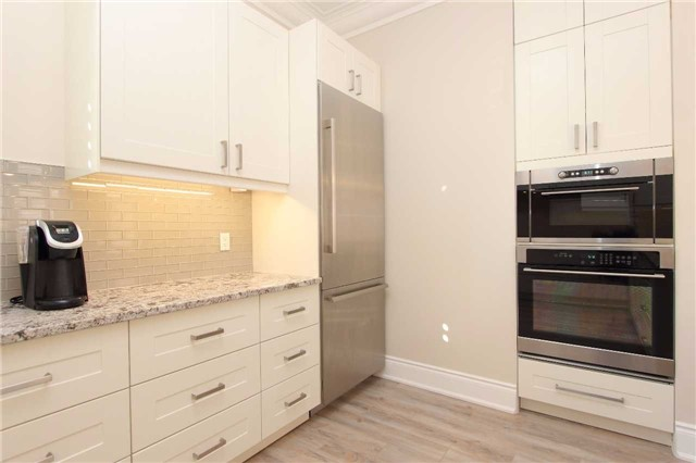 Detached at 46 Queen St, Whitby, Ontario. Image 16