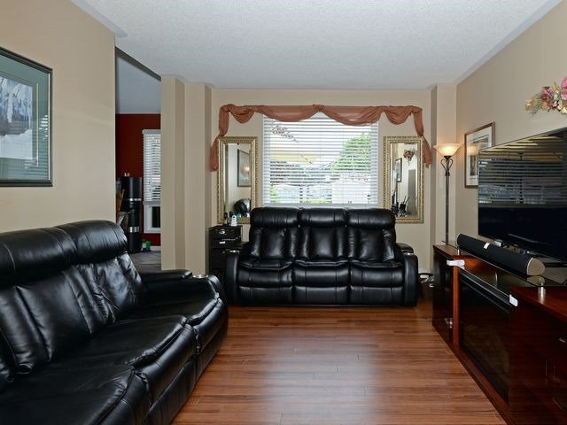 Detached at 6 Fawn Crt, Whitby, Ontario. Image 15
