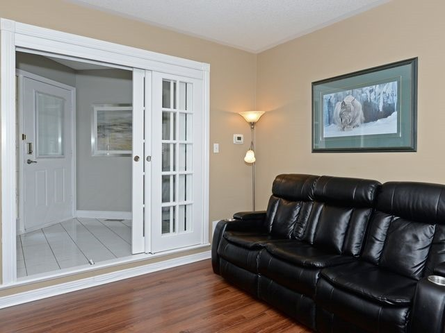 Detached at 6 Fawn Crt, Whitby, Ontario. Image 17