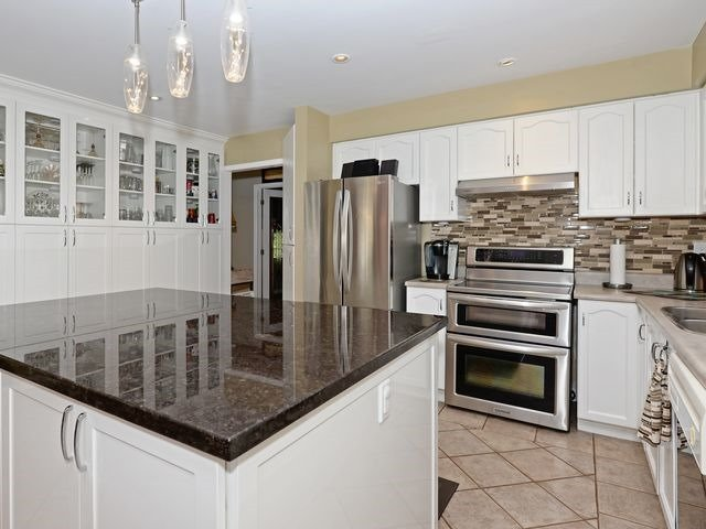 Detached at 6 Fawn Crt, Whitby, Ontario. Image 2