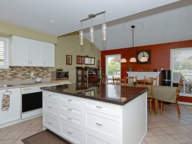 Detached at 6 Fawn Crt, Whitby, Ontario. Image 3