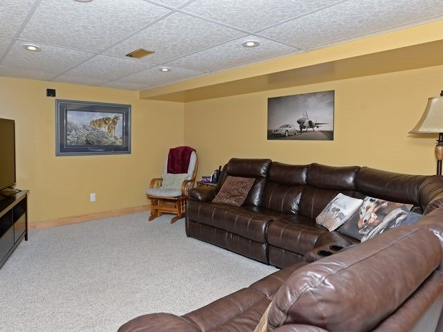 Detached at 6 Fawn Crt, Whitby, Ontario. Image 10