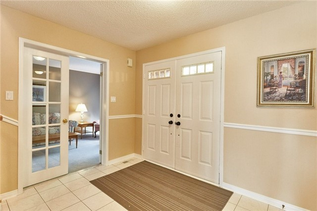 Detached at 5 Cork Dr, Whitby, Ontario. Image 12