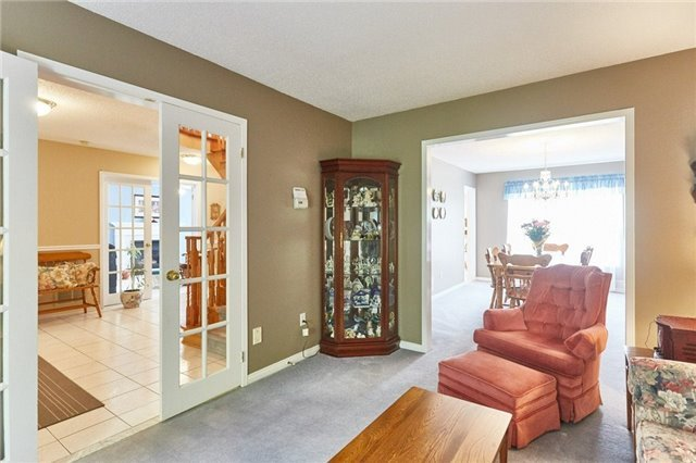 Detached at 5 Cork Dr, Whitby, Ontario. Image 16
