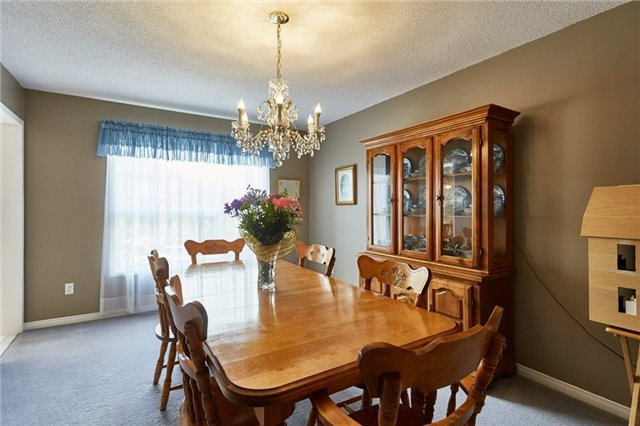 Detached at 5 Cork Dr, Whitby, Ontario. Image 17