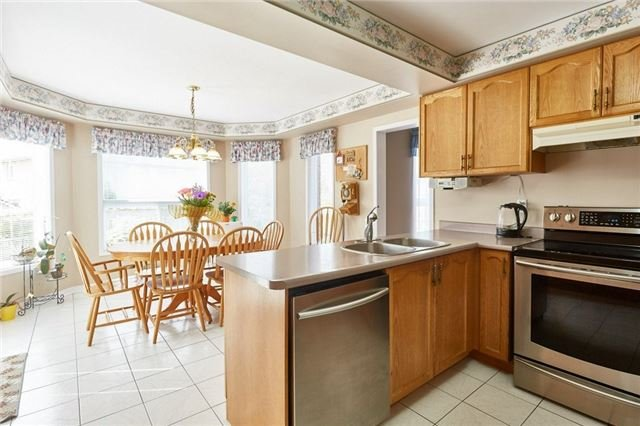 Detached at 5 Cork Dr, Whitby, Ontario. Image 20