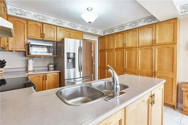 Detached at 5 Cork Dr, Whitby, Ontario. Image 2