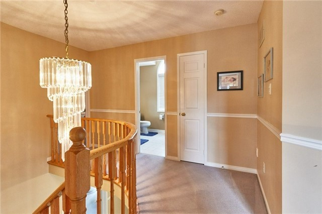 Detached at 5 Cork Dr, Whitby, Ontario. Image 4
