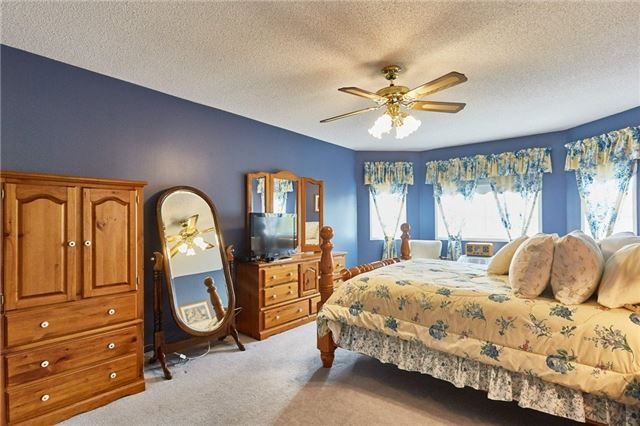 Detached at 5 Cork Dr, Whitby, Ontario. Image 5