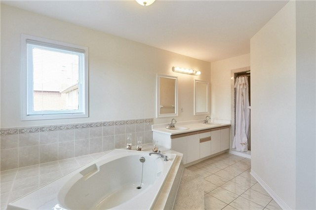 Detached at 5 Cork Dr, Whitby, Ontario. Image 6